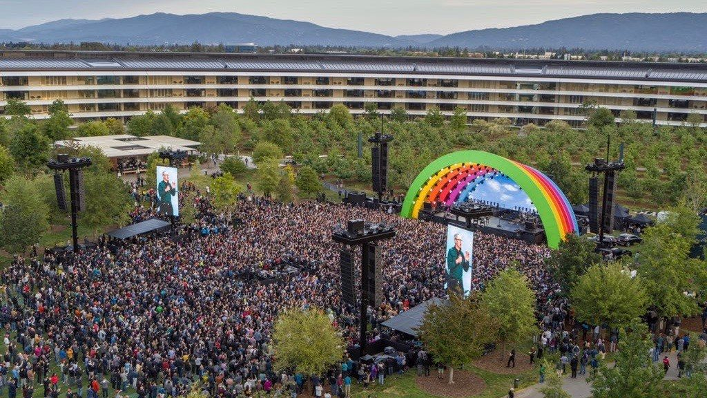Apple holds the Apple Park ceremony and tribute to Steve Jobs