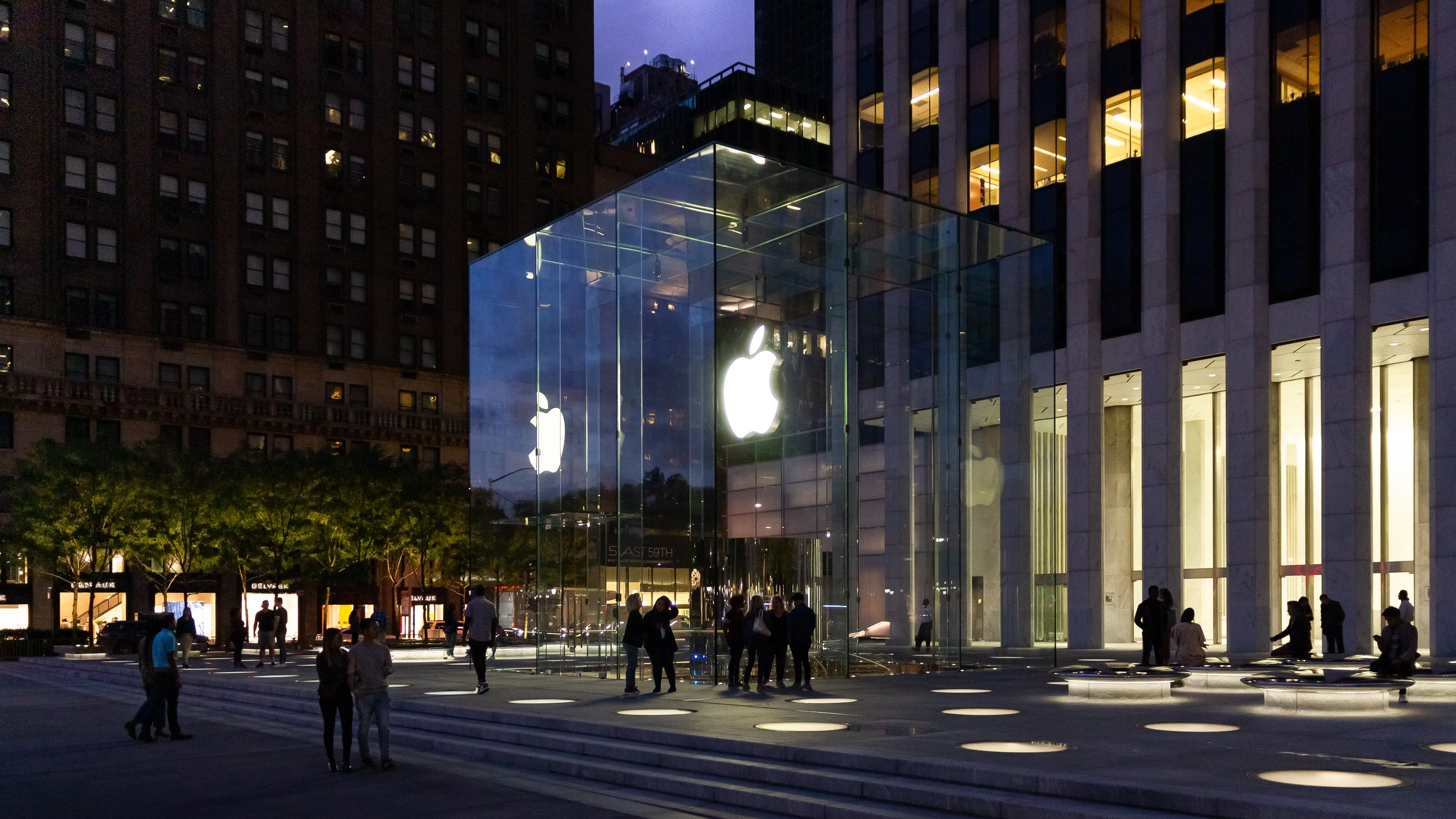 Apple's Fifth Avenue looks amazing