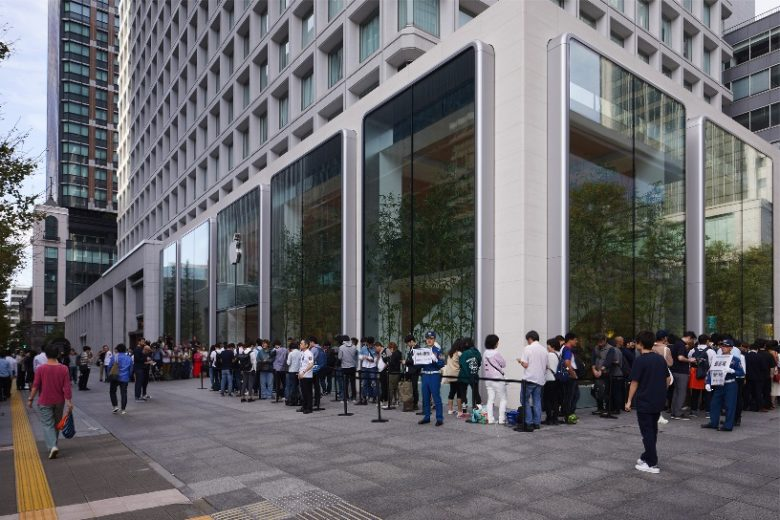 Apple fans line up around the world for iPhone 11 & Apple Watch Series 5